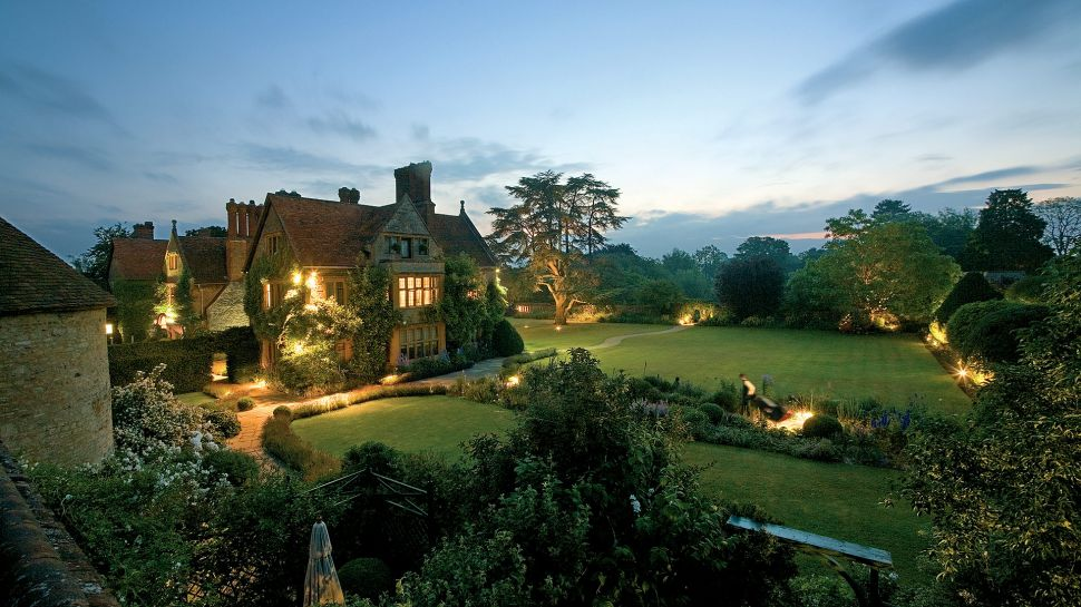 Le Manoir aux Quat&#039;Saisons  city, country