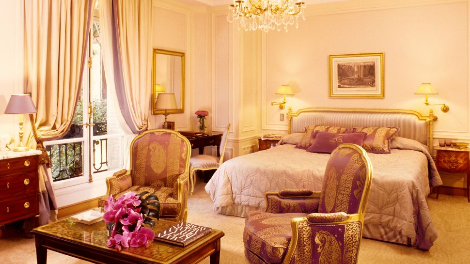 H tel plaza ath n e paris le de france france - Pink white and gold bedroom ...