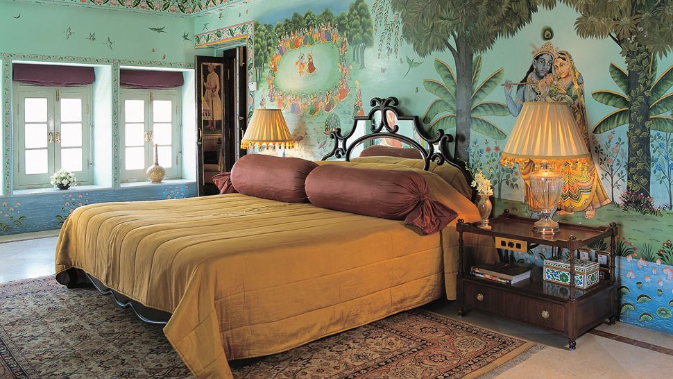 Ultra-luxury-indian-style-bed-set-with-indian-decoration