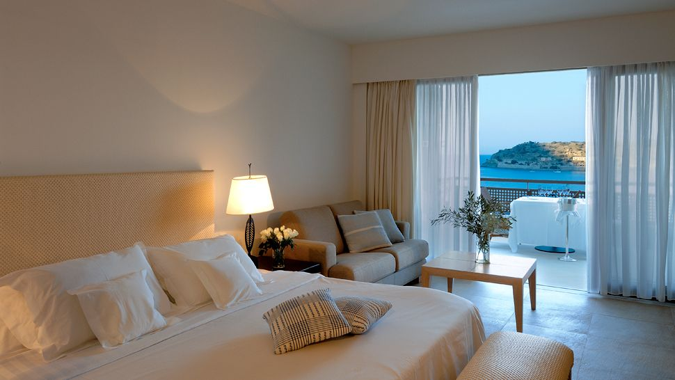 http://cdn.media.kiwicollection.com/media/property/PR002968/xl/002968-24-guestroom-sea-view.jpg