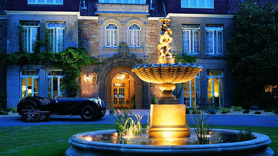 Longueville Manor — city, country