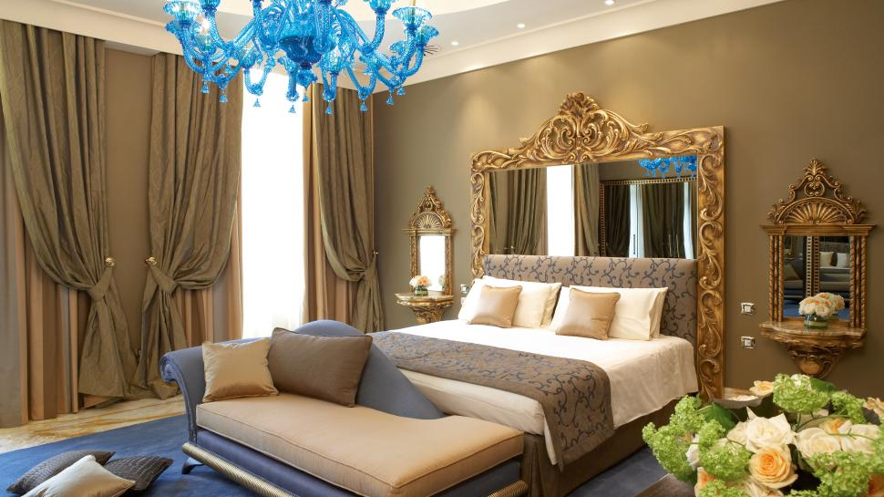 http://cdn.media.kiwicollection.com/media/property/PR003397/xl/003397-02-bedroom-with-blue-chandelier.jpg