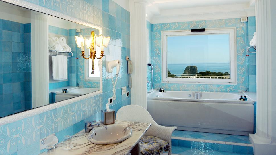 Grand hotel quisisana campania italy for Bright bathroom sets