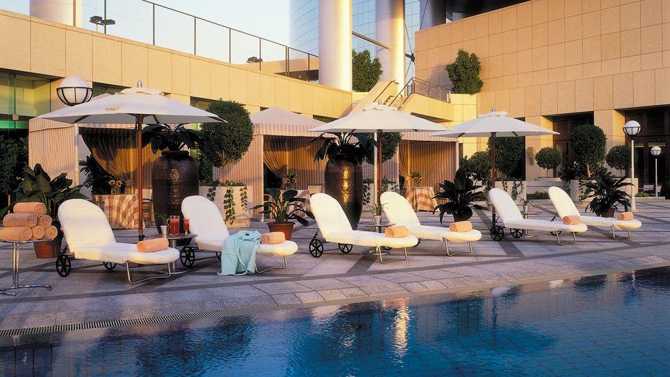 Four seasons hotel riyadh at kingdom centre al riyadh - Hotels in riyadh with swimming pools ...