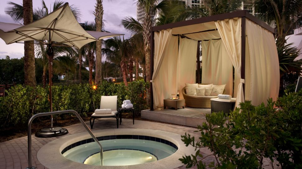 Ritz carlton bal harbour miami florida for Outdoor pool cabana