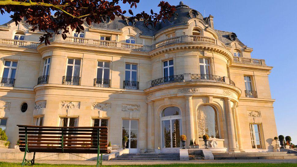 tiara ch 226 teau hotel mont royal chantilly chantilly picardy