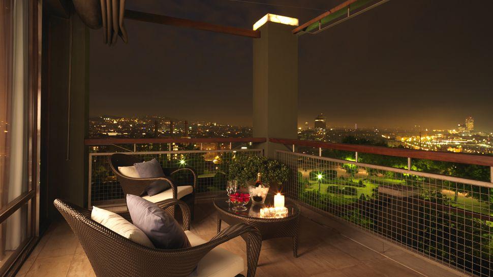 ODA Balcony 005200-08-balcony-night-city-view