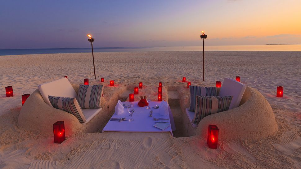 http://cdn.media.kiwicollection.com/media/property/PR007220/xl/007220-19-Sand-Castle-Dinner.jpg