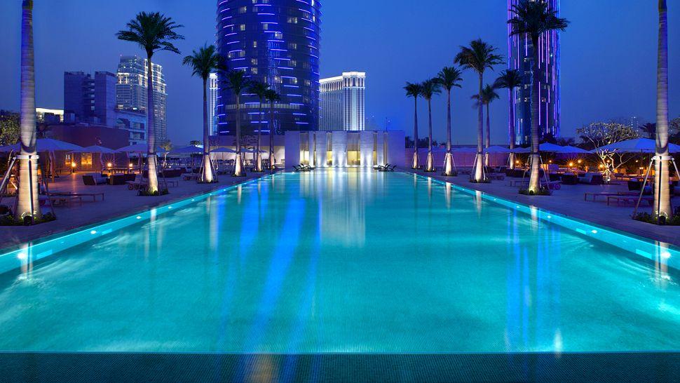 [Изображение: 007750-08-exterior-pool-night.jpg]