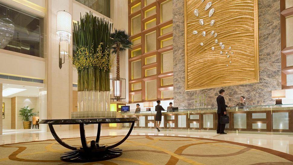 Hotel villa magna madrid file hotel villa magna madrid 01 for Hotel entrance design